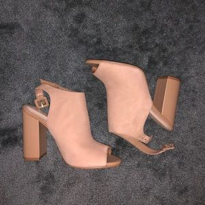 NWOT ALDO Juliusa Natural High heels
